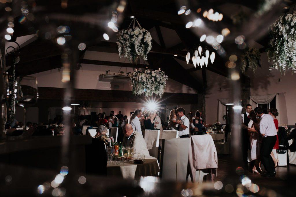 maciej sobol fotograf slubny krakow 20180630 214008  MG 4214 1024x683 - Kamila & Kuba  i Syrenka -  reportaż ślubny [Kraków]