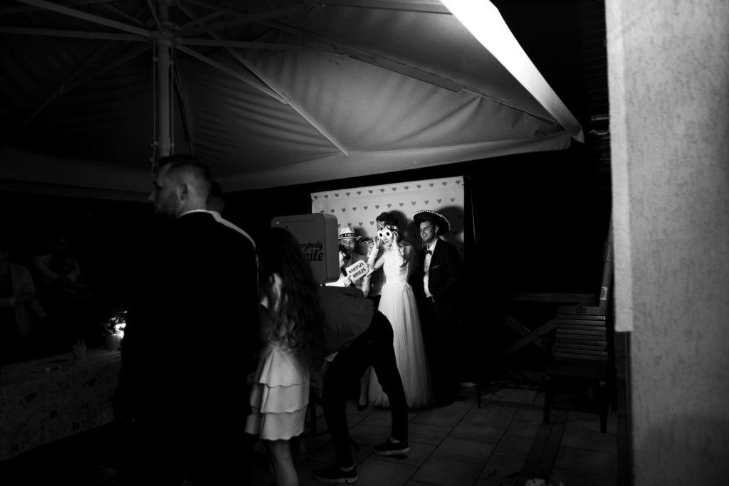 maciej sobol fotograf slubny krakow 20180630 230635  MG 4176 1024x683 - Kamila & Kuba  i Syrenka -  reportaż ślubny [Kraków]