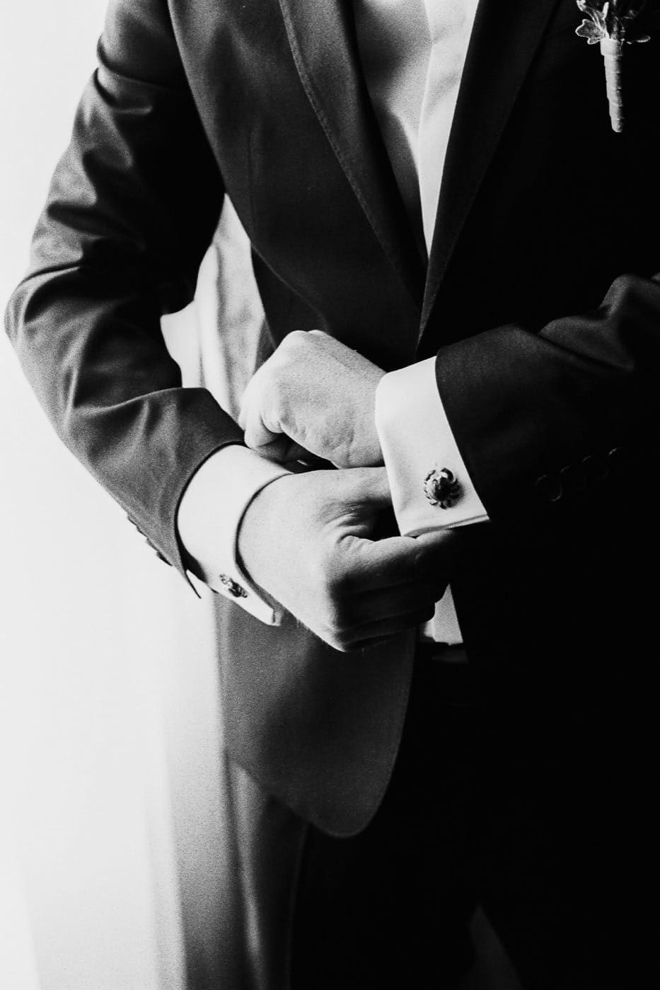 maciej sobol fotograf slubny krakow fotografia slubna na kliszy analogowe zdjecia slubne Maciej Sobol Brzesko Małopolska Kraków fotograf 77 933x1400 - Gosia & Kuba - Analogowo - [Pałac Goetz, Brzesko]